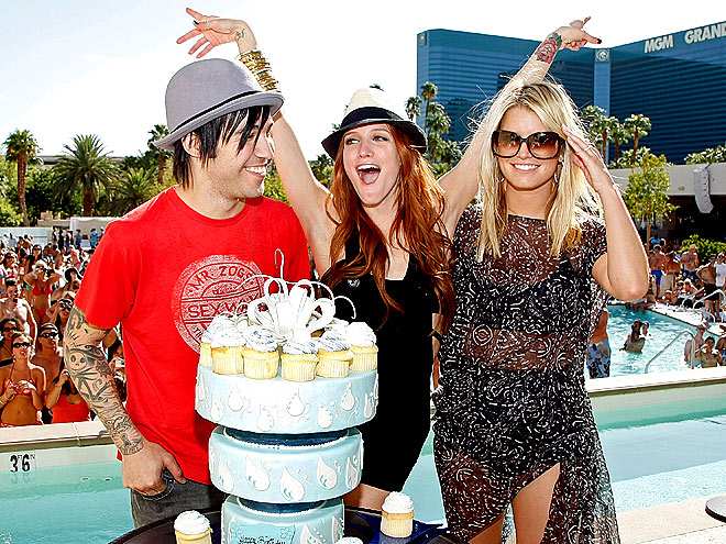 FAMILY MATTERS photo | Ashlee Simpson, Jessica Simpson, Pete Wentz