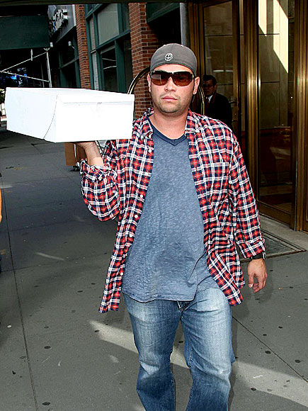 SPECIAL DELIVERY  photo | Jon Gosselin