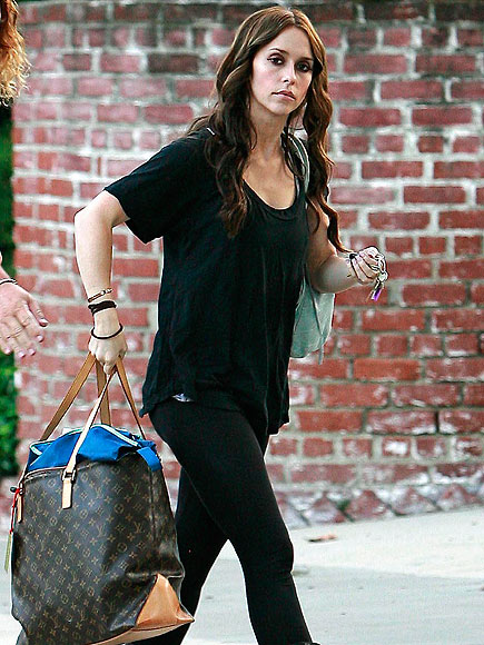 ON THE MOVE photo | Jennifer Love Hewitt