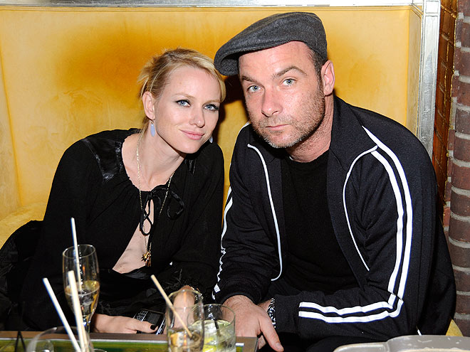 FAMILY SUPPORT photo | Liev Schreiber, Naomi Watts
