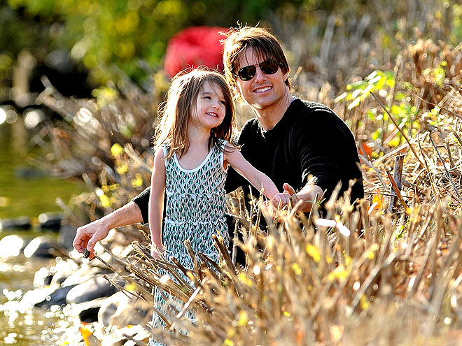 PICTURE PERFECT photo | Suri Cruise, Tom Cruise