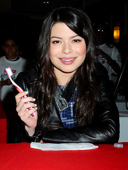 BRIGHTEN UP photo | Miranda Cosgrove