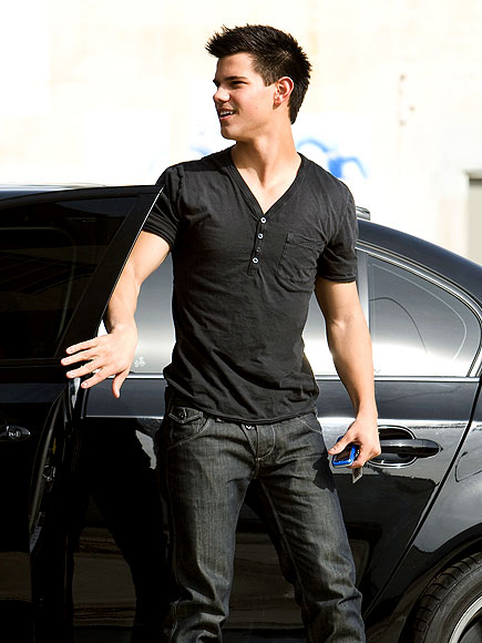 WORK IT OUT photo | Taylor Lautner