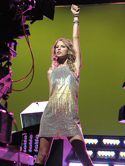 CENTER STAGE photo | Taylor Swift