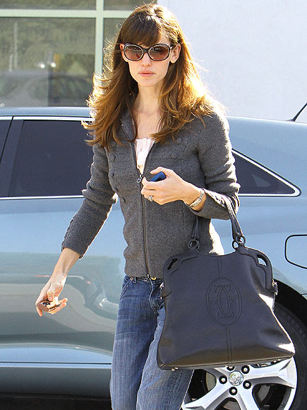 SUNDAY STROLL photo | Jennifer Garner
