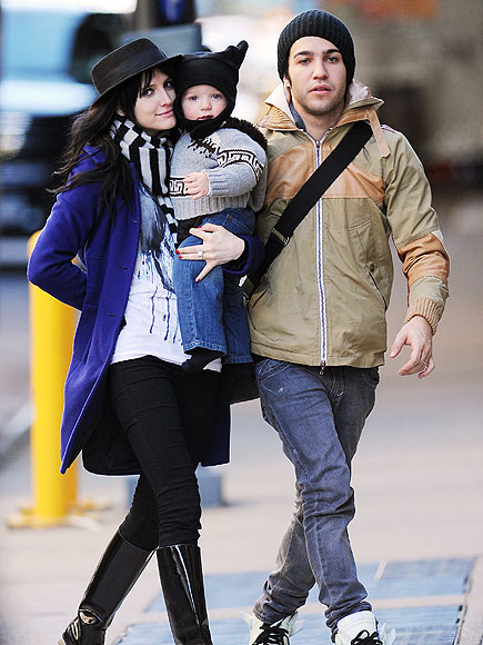 HOLDING PATTERN photo | Ashlee Simpson, Pete Wentz