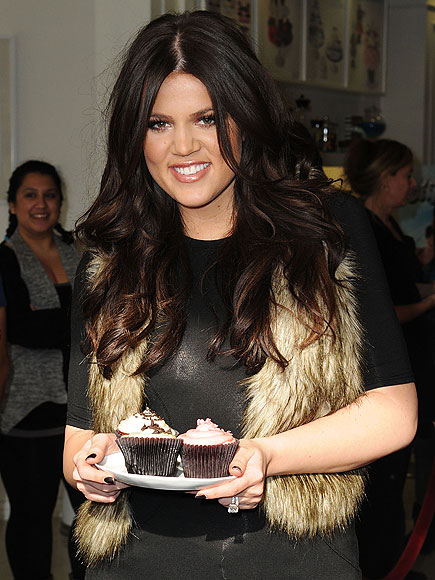 HAVING HER CAKE photo | Khloe Kardashian