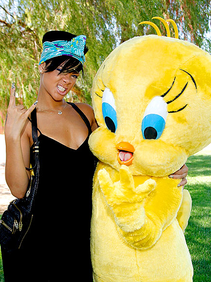 TWEETY ROCKS OUT photo | Rihanna