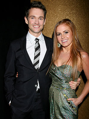 isla fisher dresses. Isla Fisher and Hugh Dancy