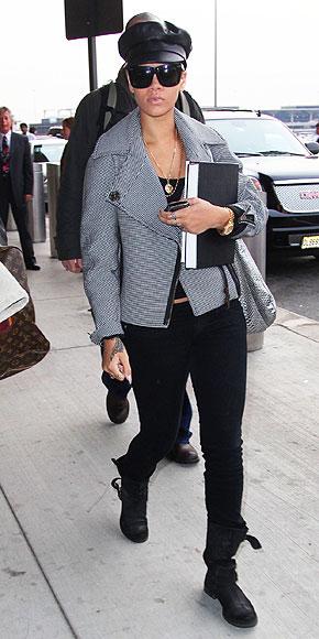 RIHANNA photo | Airport Style, Rihanna