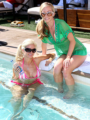 HOLLY MADISON & KENDRA WILKINSON  photo | Kendra Wilkinson