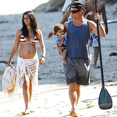 http://img2.timeinc.net/people/i/2009/stylewatch/gallery/beach_patrol/090914/camilla-alves.jpg