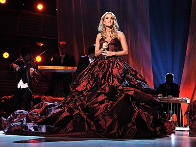 SOLO PERFORMANCE photo | Carrie Underwood