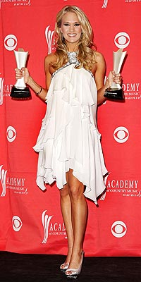 AWARD ACCEPTANCE photo | Carrie Underwood