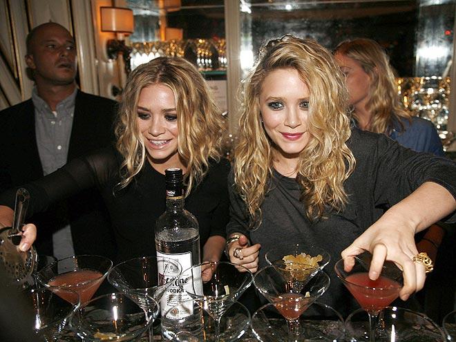ASHLEY & MARY-KATE OLSEN photo | Ashley Olsen, Mary-Kate Olsen