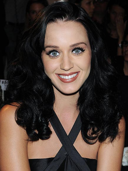 BLACK LINER  photo | Katy Perry