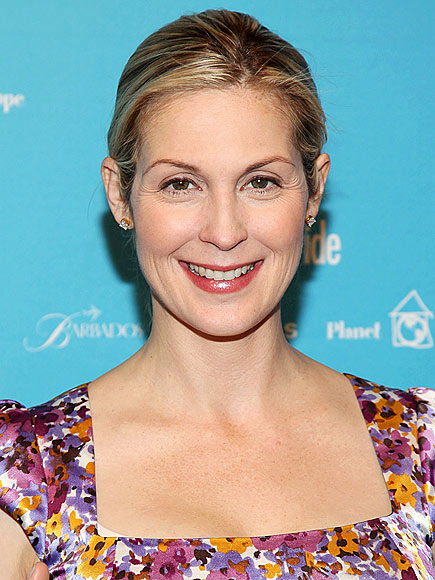 TRY &#39;GREEN&#39; HAIR photo | Kelly Rutherford