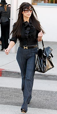 KIM KARDASHIAN&#39;S JEANS photo | Kim Kardashian