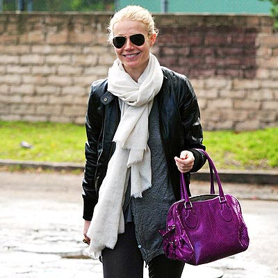 GWYNETH PALTROW'S PURPLE BAG photo | Gwyneth Paltrow