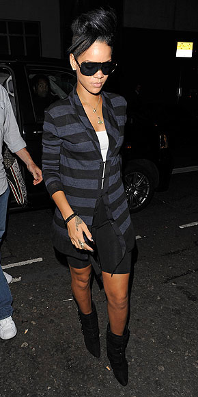RIHANNA'S STRIPED SWEATER  photo | Rihanna