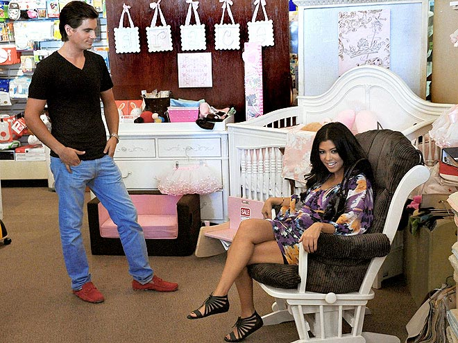 KOURTNEY KARDASHIAN'S SANDALS photo | Kourtney Kardashian