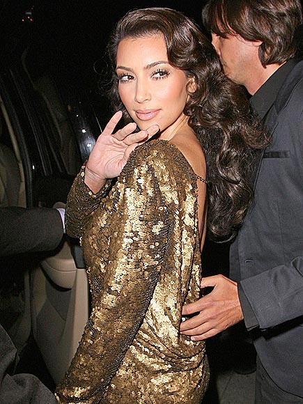 KIM KARDASHIAN'S DRESS photo | Kim Kardashian
