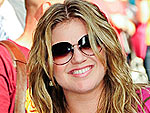 Kelly Clarkson Meets & Greets Fans | Kelly Clarkson