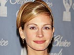 11 Years Ago: Julia Roberts Does Reps with Her Trophy | Julia Roberts