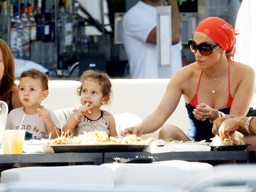jennifer lopez twins now. Jennifer Lopez and Kids Kick