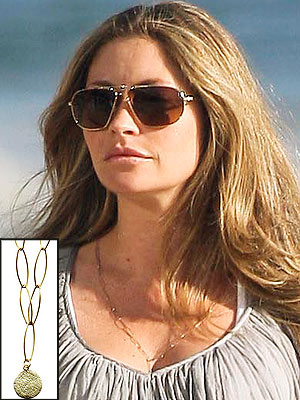 You Asked We Found Rebecca Gayheart S Pretty Necklace
