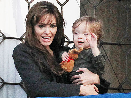 Spotted Angelina Jolie Amp Knox Man Overboard Moms
