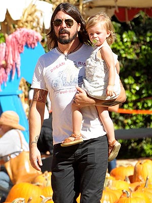 spotted dave grohl and harper pick a pumpkin � moms