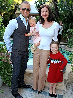 Joey Lawrence and wife Chandie with their daughters