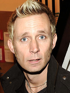 http://img2.timeinc.net/people/i/2010/cbb/blog/101220/mike-dirnt-240.jpg