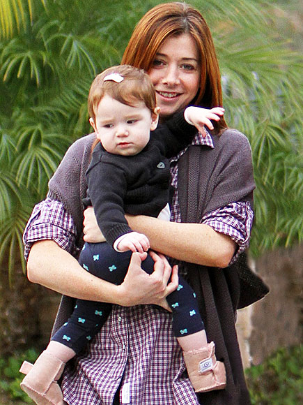 HANDS FULL photo | Alyson Hannigan