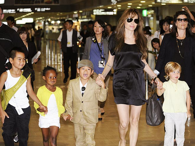 LIL&#39; HELPER photo | Angelina Jolie, Maddox, Pax Thien Jolie-Pitt, Shiloh Jolie-Pitt, Zahara Jolie-Pitt