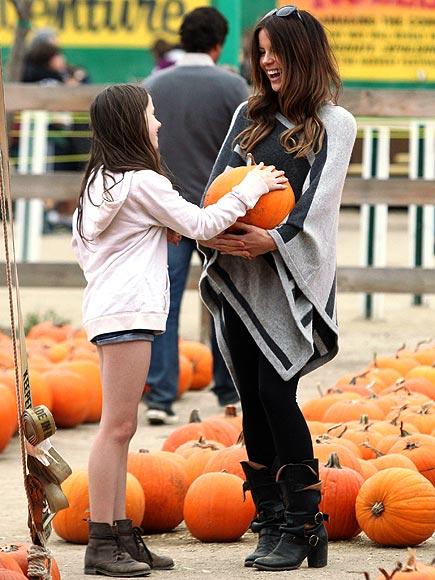 GOOD PICKINGS  photo | Kate Beckinsale