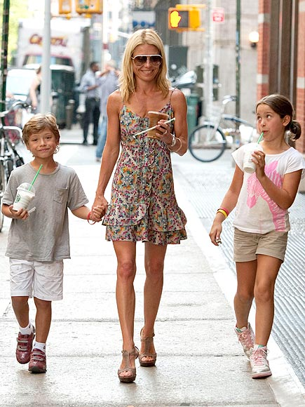 KELLY, JOAQUIN & LOLA photo | Kelly Ripa