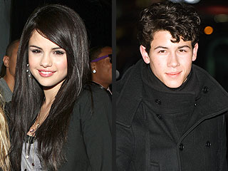 Selena Gomez & Nick Jonas Split – Again