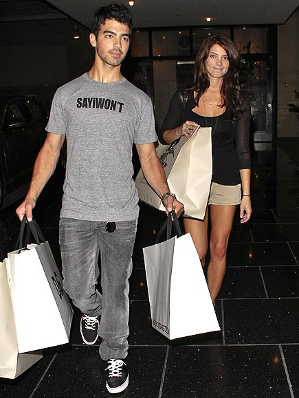 TOTE-ALLY IN LOVE photo | Ashley Greene, Joe Jonas