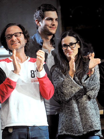 SHOW TIME photo | Ashton Kutcher, Demi Moore
