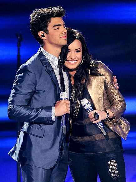 DEMI LOVATO & JOE JONAS photo | Demi Lovato, Joe Jonas