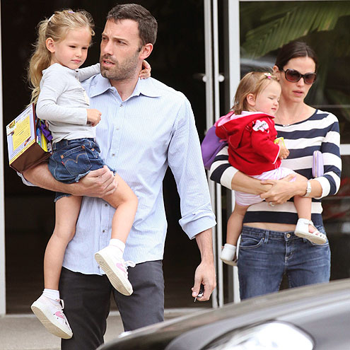 ONE HAPPY FAMILY photo | Ben Affleck, Jennifer Garner