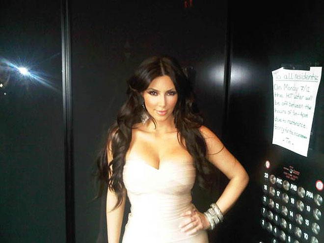 LOVE IN AN ELEVATOR  photo | Kim Kardashian