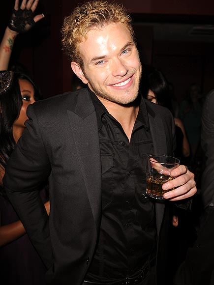 TWILIGHT NIGHT photo | Kellan Lutz