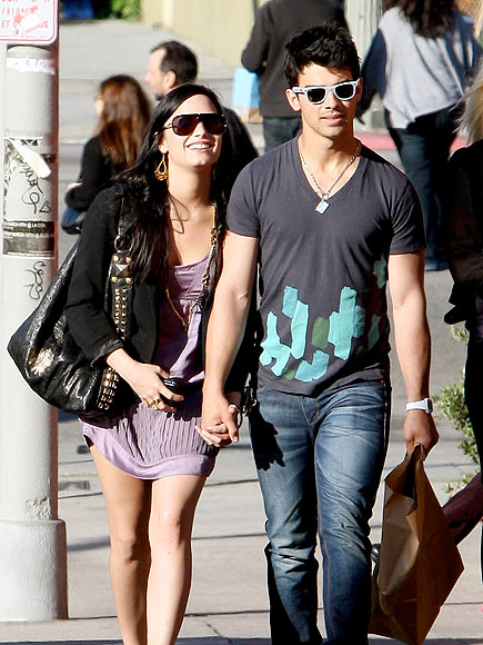 STROLLING photo | Demi Lovato, Joe Jonas