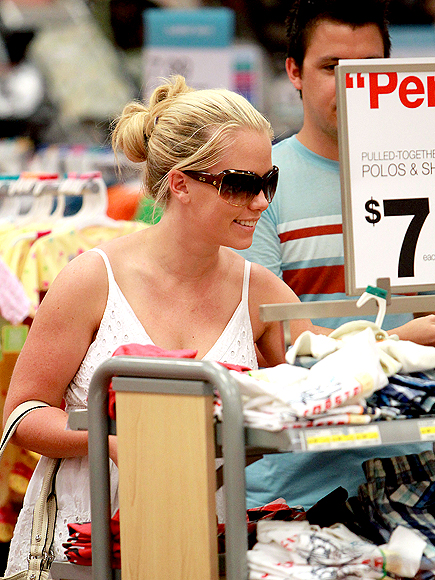 SHOPPING FOR BABY photo | Kendra Wilkinson