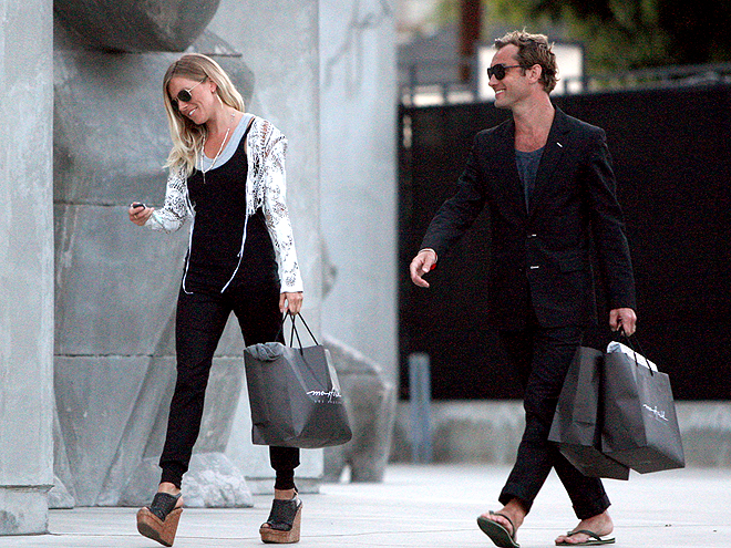 GO SHOPPING photo | Jude Law, Sienna Miller