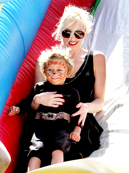 GOING TO A BIRTHDAY PARTY photo | Gwen Stefani