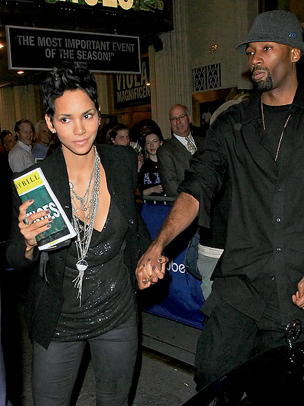 CATCHING A SHOW photo | Halle Berry